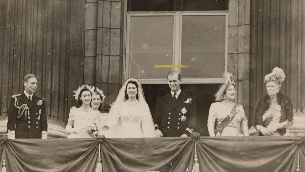<p>Кралица Елизабет Втора с тиарата на кралица Мери Fringe Tiara</p>