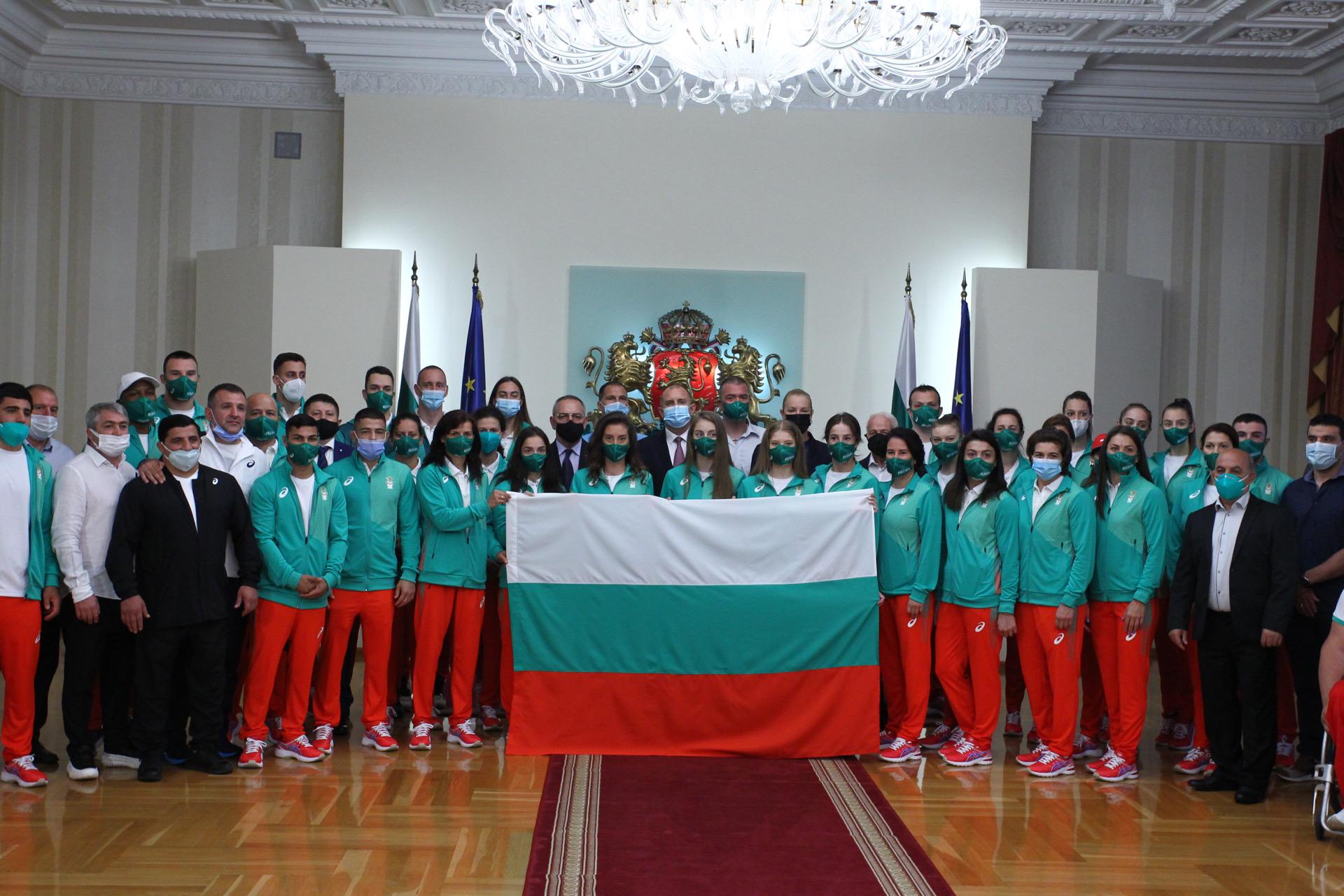 <p>Президентът връчи българския флаг на българските олимпийци</p>