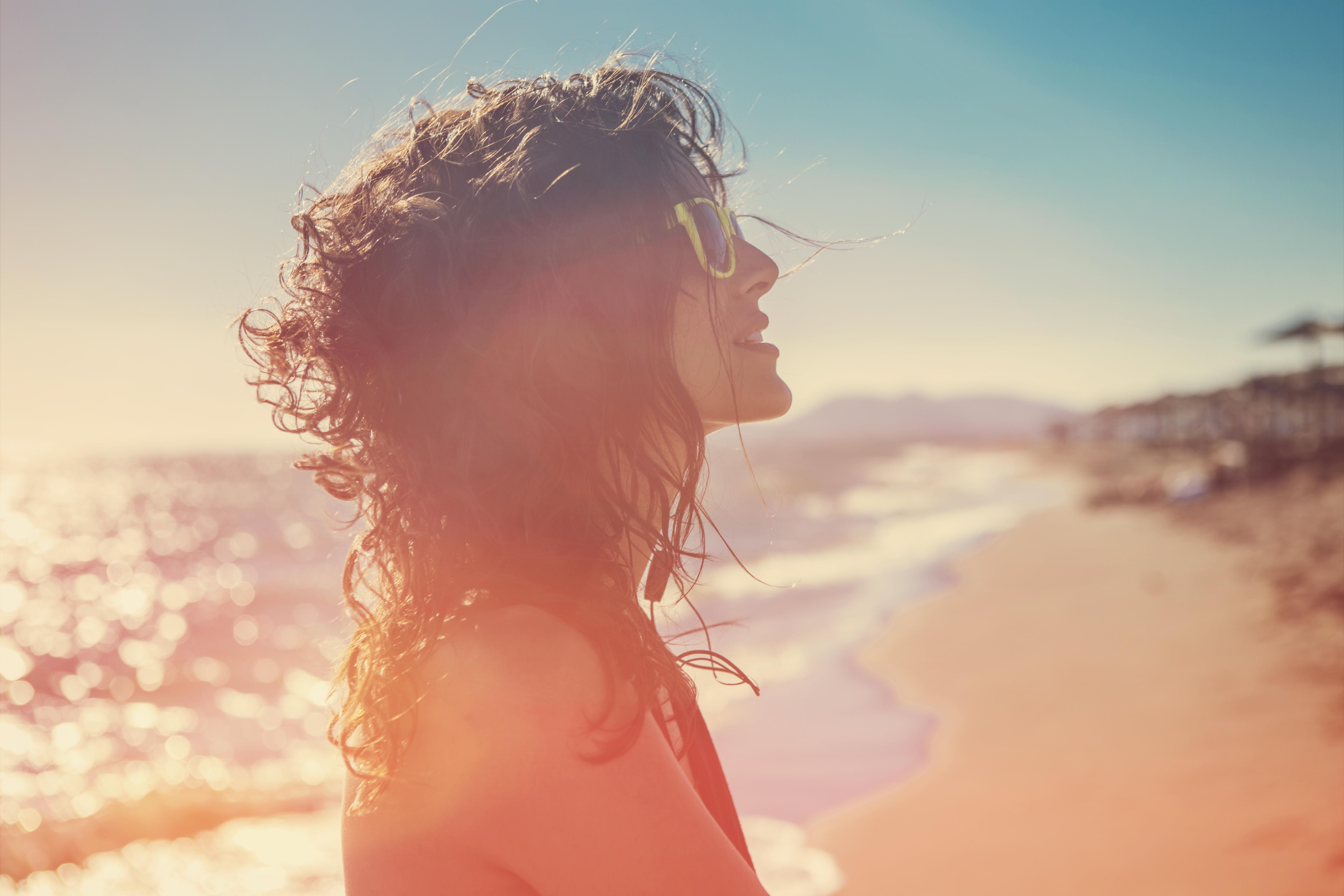 <p>По-дълъг живот Проучване, което обхваща 30 000 шведски жени, показва, че тези, които прекарват повече време на слънце, живеят с шест месеца до две години по-дълго от тези, които се излагат по-малко на слънце. Необходимо е да се направят още изследвания в тази област, но учените продължават да проучват.</p>