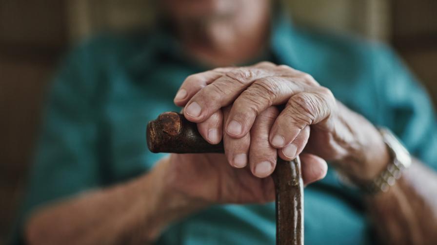 Мъж изтегли над 14 хиляди от картата на възрастен мъж в хоспис