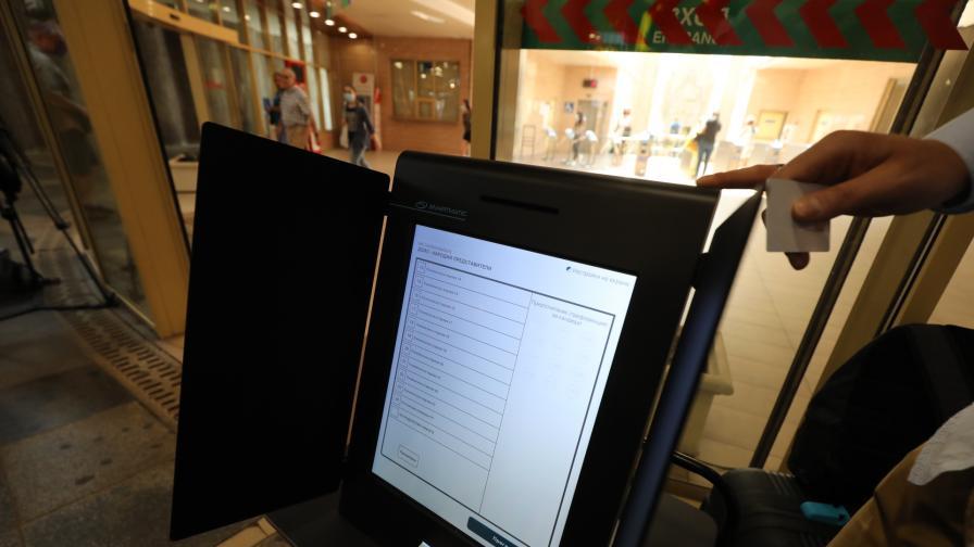 Столичани могат да гласуват пробно с машини в три метростанции