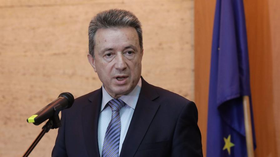 <p>Стоилов предлага ВСС да освободи Гешев от поста</p>