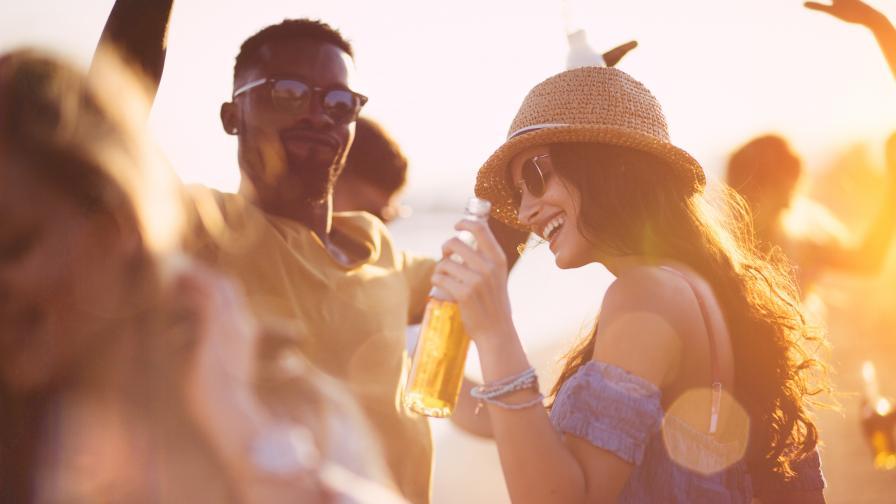Ето какво се случва с тялото ни, ако пием алкохол в жегата