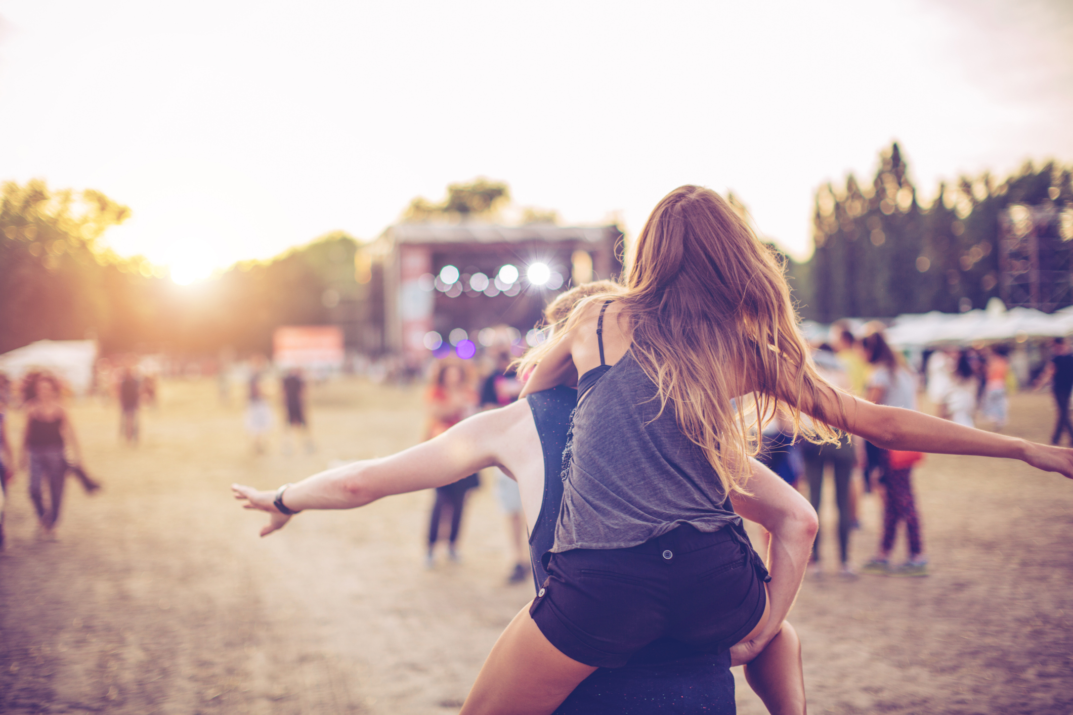 <p>Риби</p>  <p>Артистичната ви натура ще се почувства невероятно на голям музикален фестивал. Неслучайно лятото е сезонът на концертите, като имате и голям избор от стилове и дестинации.</p>