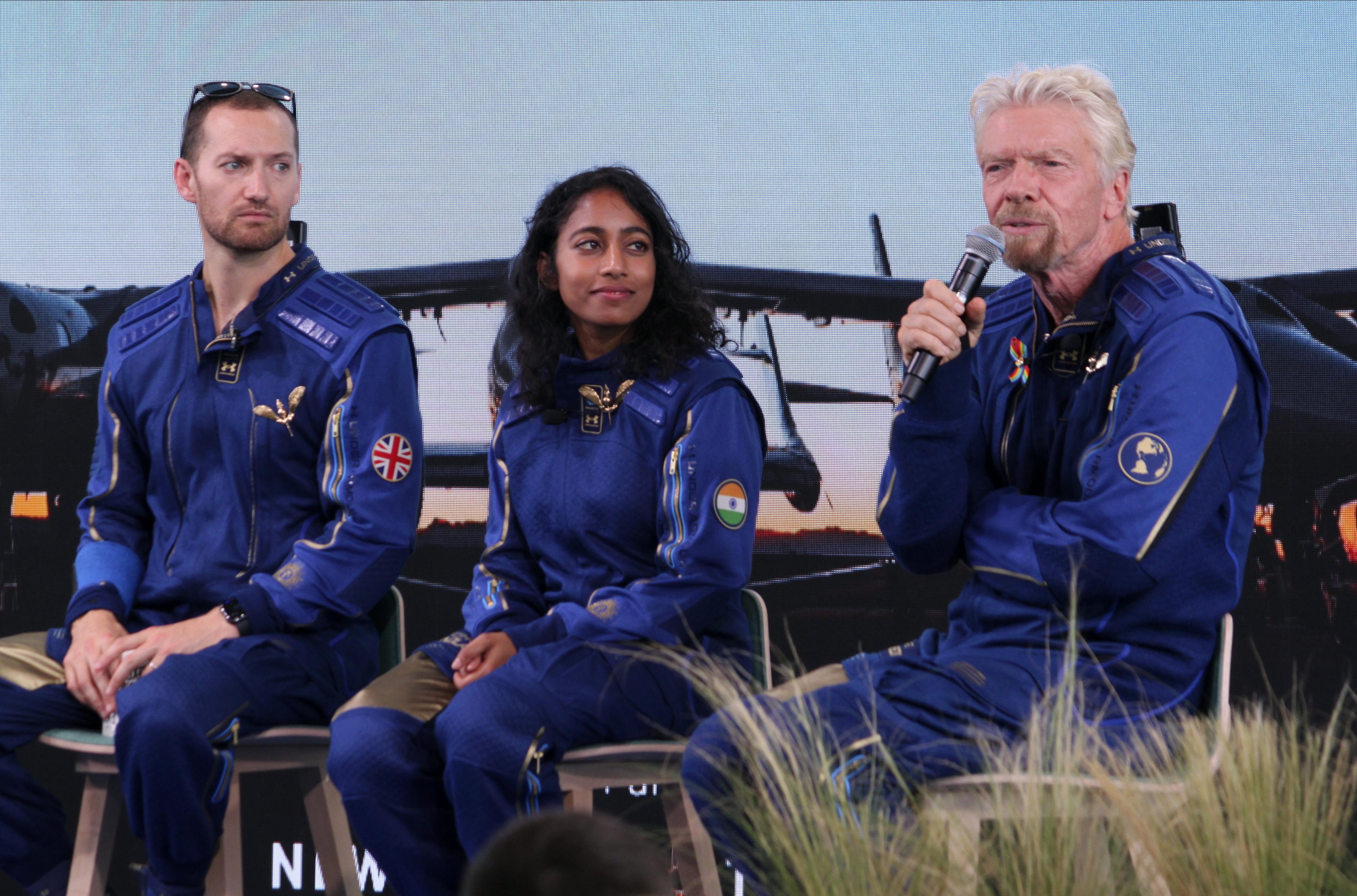 <p>Милиардерът Ричард Брансън приключи успешно космическия си полет</p>