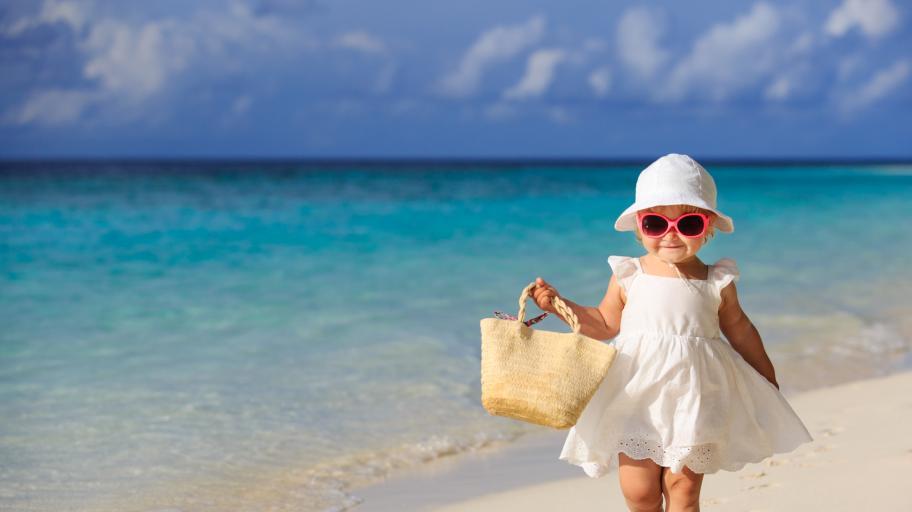 Първото ходене на плаж с бебе: най-важното накратко