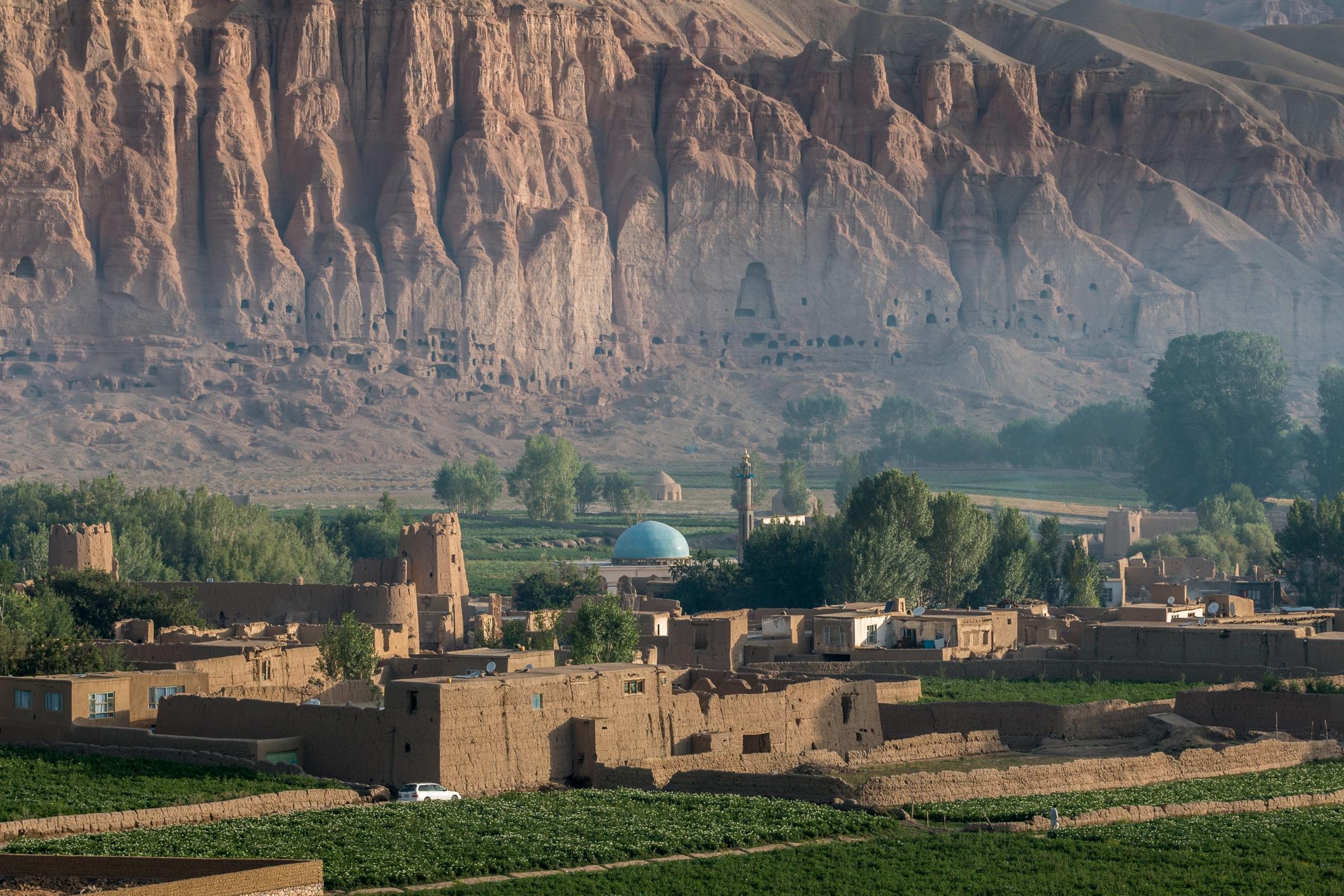 <p>Руините от мястото, където преди 20 години са били древните статуи на Буда (Бамиян, Афганистан)</p>