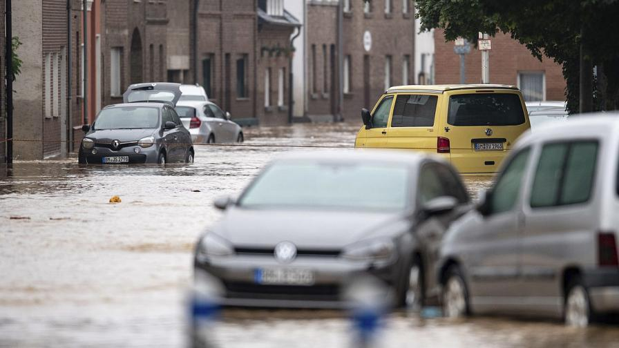 Рекордни валежи в Западна Европа накараха реки да прелеят, опустошавайки региона