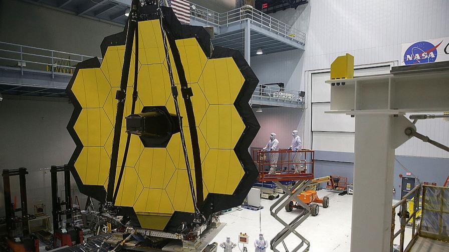 """Телескопът """"Джеймс Уеб"""" няма да обикаля около Земята, а около Слънцето"""