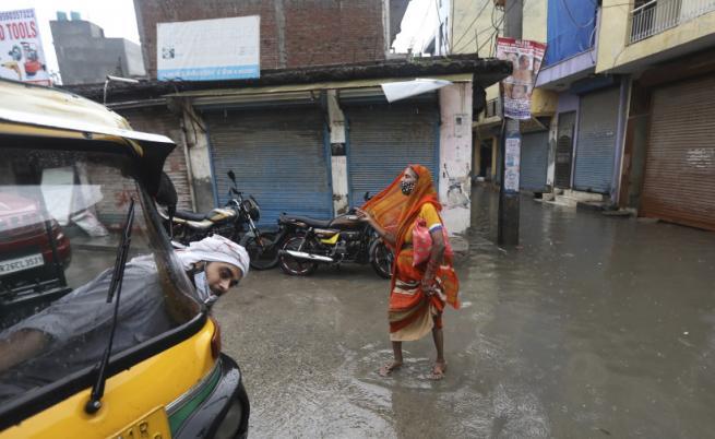 Проливни дъждове в Индия, жертви и ранени