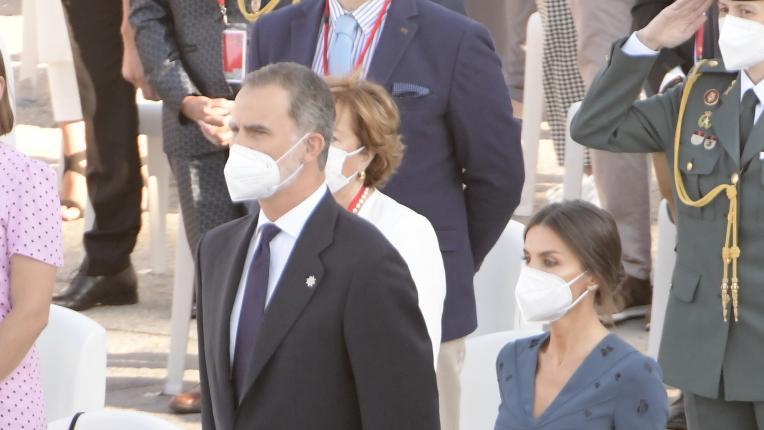 Кралица Летисия и крал Фелипе почетоха паметта на жертвите от коронавирус в Испания