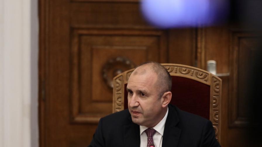 <p>Румен Радев обяви кога ще връчи мандат&nbsp;за правителство</p>