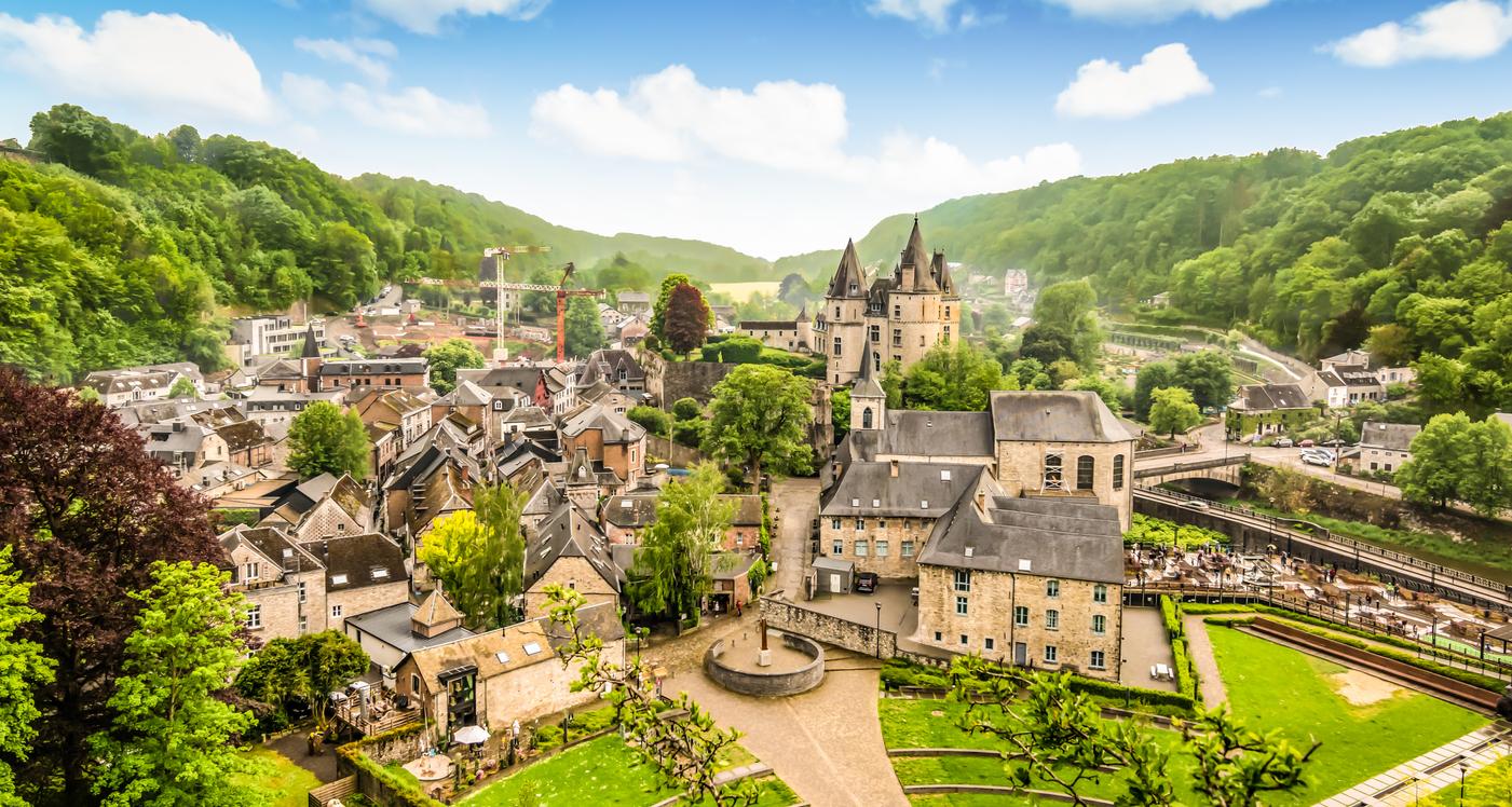 <p>Дюрбюи - Белгия - Той е считан за най-малкия град в света. Впечатлява със своята богата история, а разходката из улиците му може да ви пренесе в друго време.&nbsp;</p>