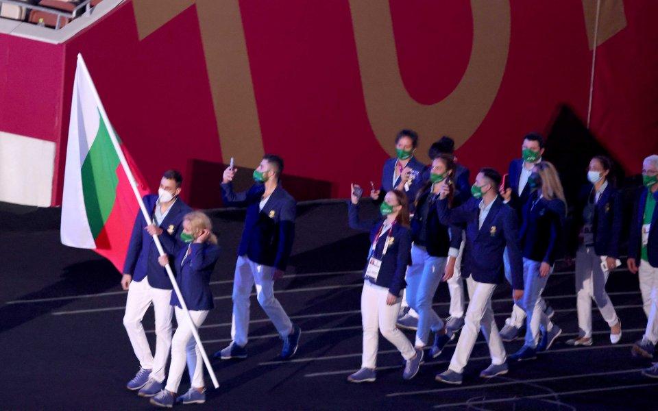 Националният отбор по художествена гимнастика изгледа с голямо вълнение официалното
