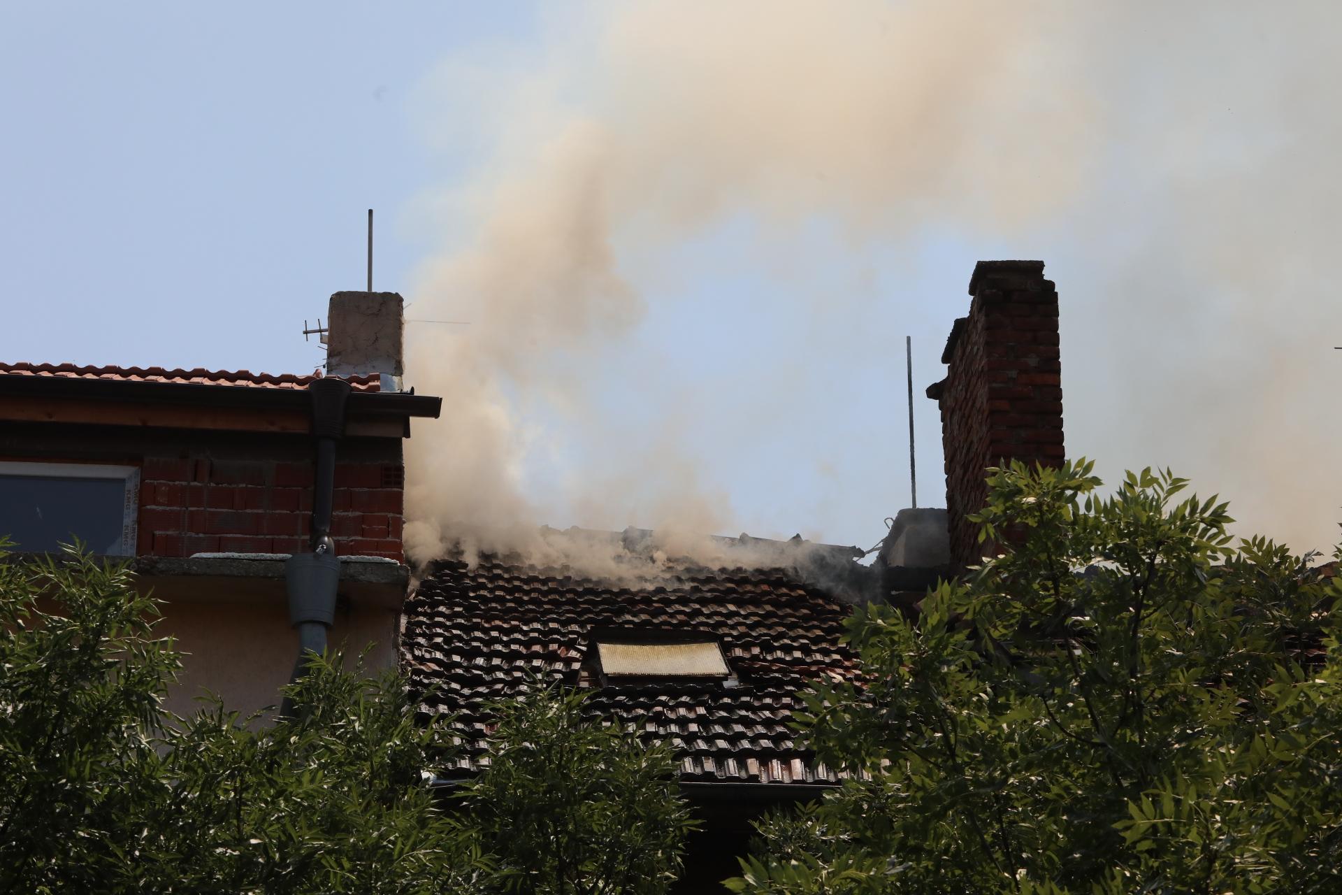 <p>Голям пожар в София, евакуираха хора в жилищна сграда</p>