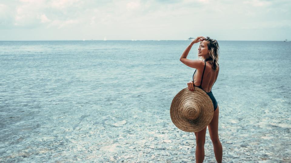 жена лято плаж море слънце шапка