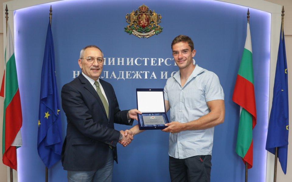 Министър Кузманов награди призорите от Европейското по кану-каяк
