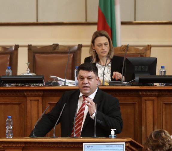 Депутатите в парламента изслушват служебния министър на вътрешните работи Бойко
