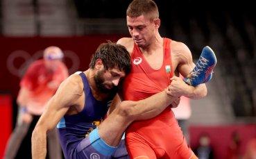Вангелов е на репешаж, с шанс за медал е