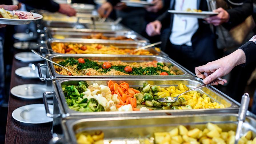 Световноизвестна компания маха месото от менюто в стола си