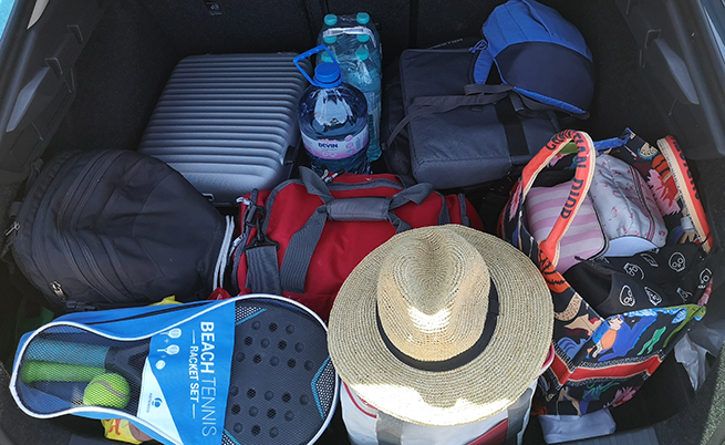 Съпругата ми разбира 1-седмичната почивка така: да напълни багажника. Излъгах, в друг случай щеше да е пълен, но при тези 600 литра обем (1555 максимум) дори и тя не успя да се справи със задачата.