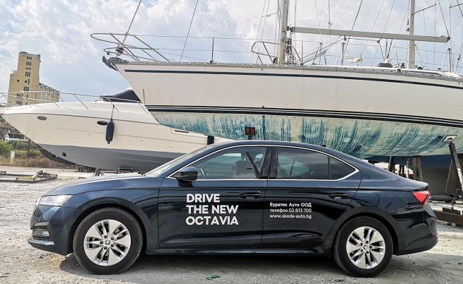 Octavia се предлага с общо 13 екстериорни цвята (10 металика), от които три са нови. Десет са видовете джанти (до 19-ки), като само една е стоманена.