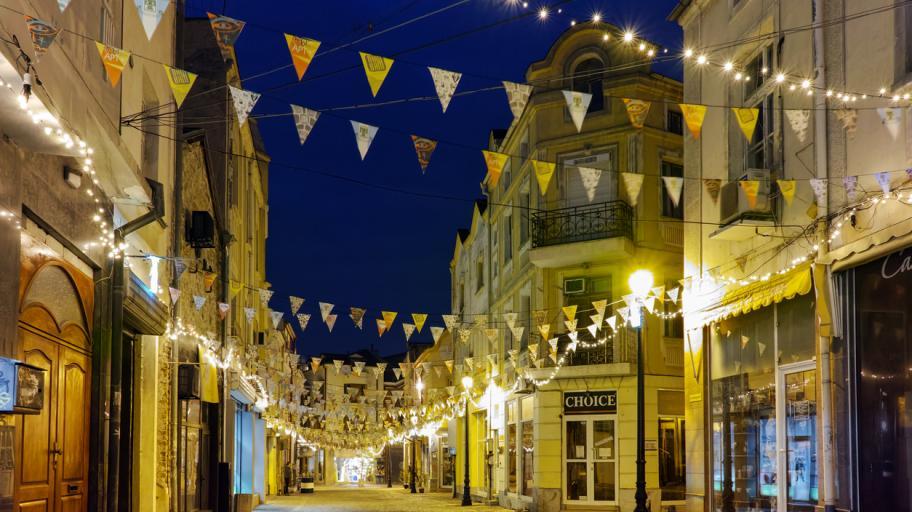 """Чудото на живота: лампите в пловдивския квартал """"Капана"""" известяват за всяко новородено"""