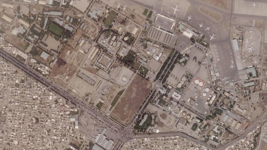 Всички полети от летището в Кабул са преустановени