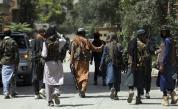 Очевидец съобщи, че талибаните са провесили мъртво тяло на главния площад на афганистански град