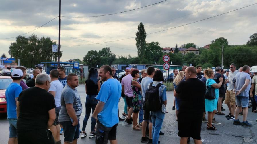 Недоволни граждани блокираха пътя София - Перник