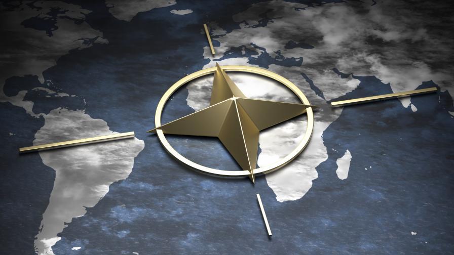 НАТО: Приоритет е извеждането на хора от Кабул