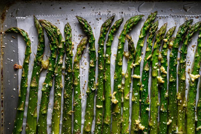 <p><strong>Зеленчуци</strong></p>  <p>Сложете всички избрани зеленчуци във вакуумна торбичка, без да се съобразявате с необходимото време за приготвяне на всеки от тях. Запечатайте и поставете при мръсните съдове.</p>
