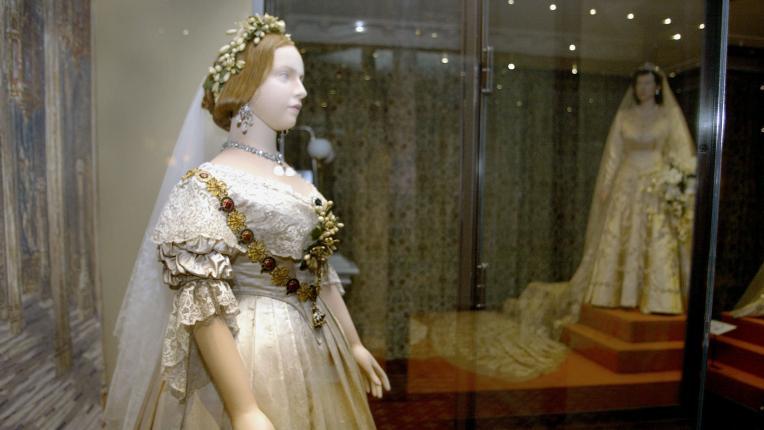 Разходка в историята: как се промени булчинската рокля от създаването ѝ до днес