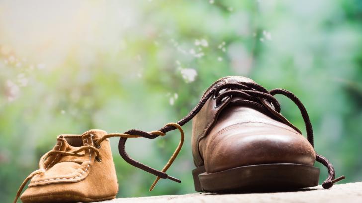Как да научим детето да си връзва обувките самó: Наръчник на родителя