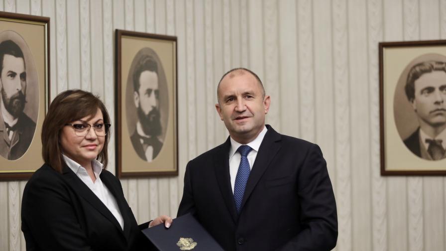 <p>Радев връчи третия проучвателен мандат за съставяне на правителство&nbsp;(Обновена)&nbsp;</p>