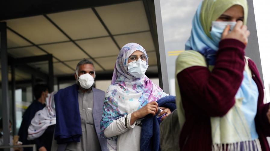 <p>Много жени и деца са сред жертвите на атентата в Кабул</p>