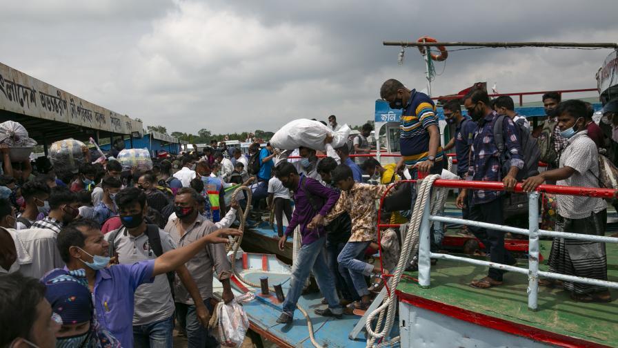 Тежък инцидент с ферибот в Бенгладеш, жертвите са десетки