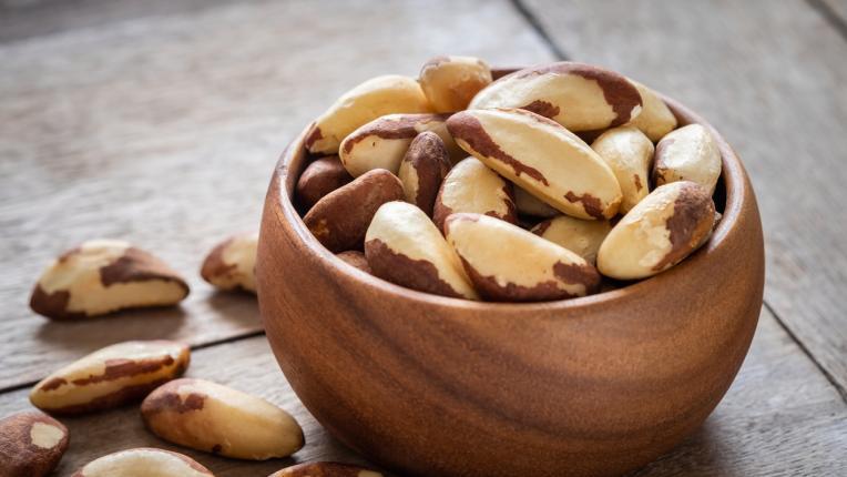 Какво ще се случи с тялото ви, ако хапвате по два бразилски ореха на ден