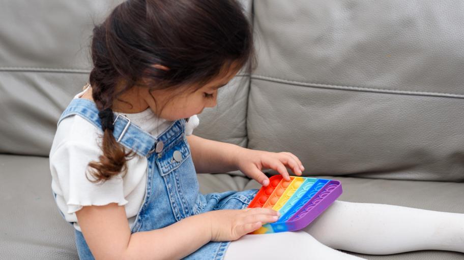 Как да научим детето да си играе само́ и да се справя със скуката