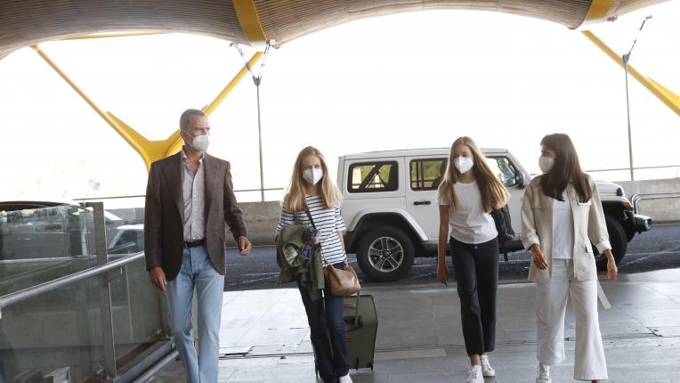 Испанската кралска двойка изпрати принцеса Леонор в колеж