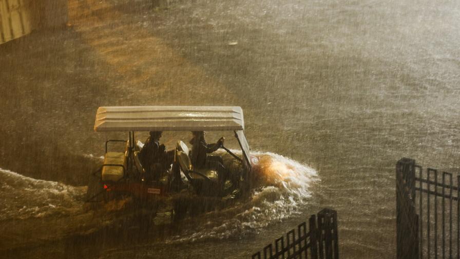 """""""Айда"""" наводни Ню Йорк, oбявиха извънредно положение"""