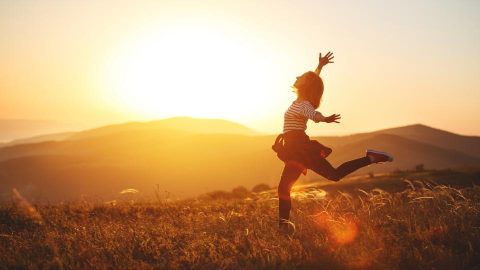жена щастие свобода природа слънце залез духовно