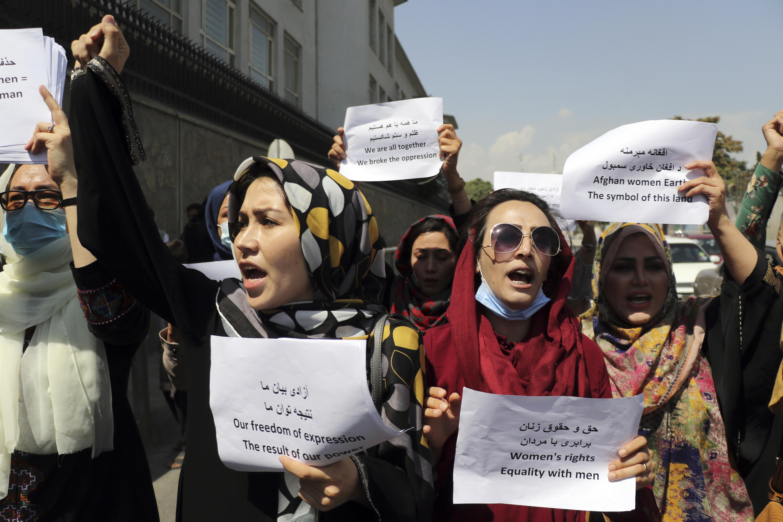 <p>Десетки излязоха на митинг в Кабул в защита на правата на жените</p>