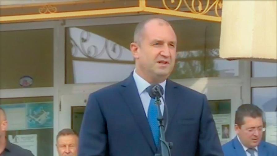 Радев ще предложи избори 2 в 1, Нинова атакува кабинета