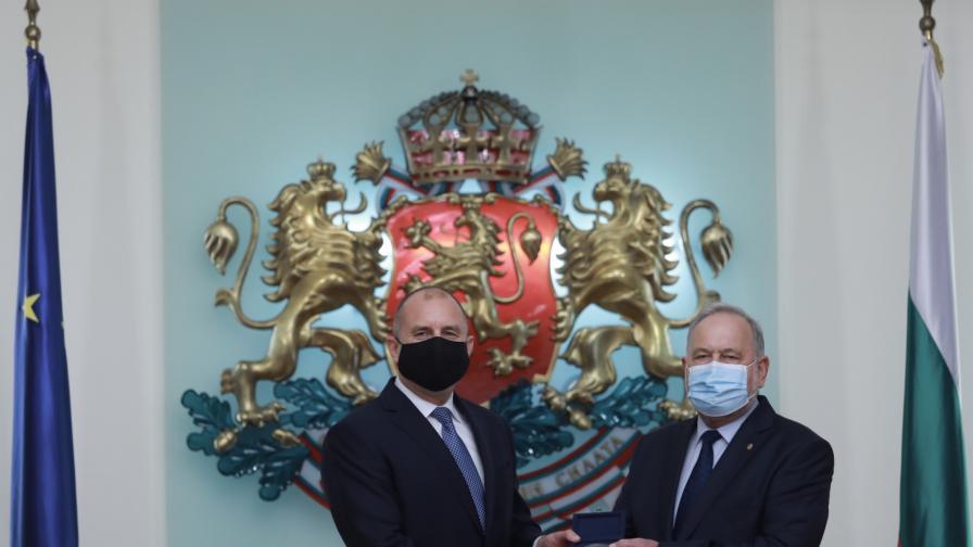 Радев награди изтъкнати българи в медицината, технологиите и отбраната