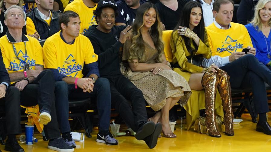 Джей Зи и жена му Бионсе на баксетболен мач