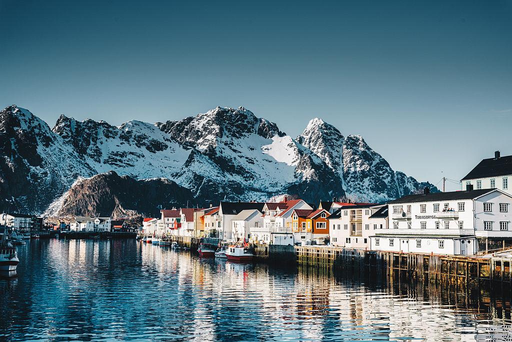 <p><strong>Норвегия - най-силните оргазми</strong></p>  <p>Норвегия е известна със студените дни, но изглежда е и световна столица на оргазмите, според компанията за секс играчки Lelo. До 35% от норвежците казват, че изпитват оргазъм всеки ден.</p>