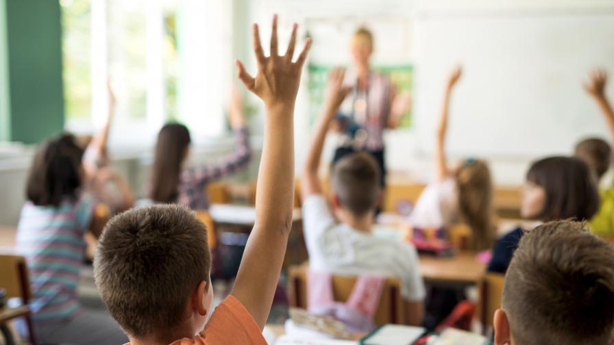 Над 700 000 ученици влизат в класните стаи
