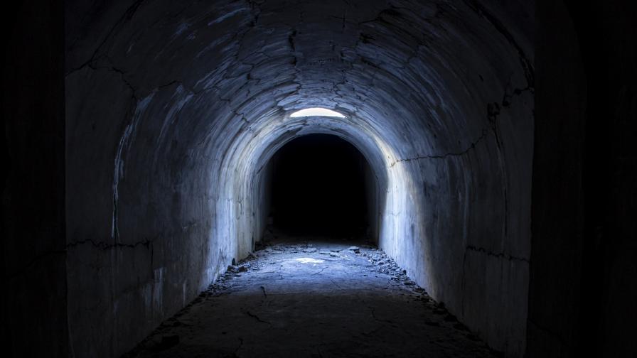Мъж откри тунел в дома си, водещ до тайни стаи