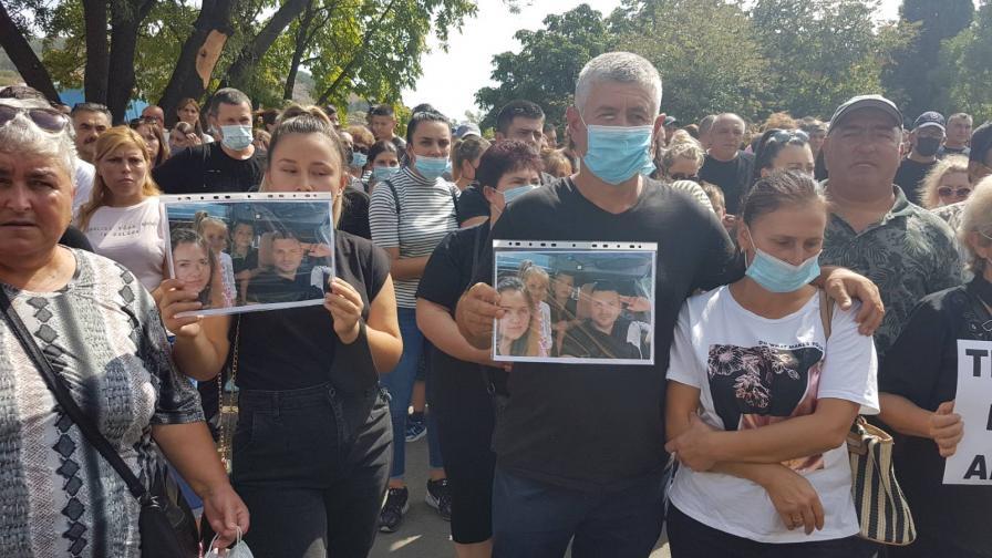 Втори пореден ден на протести в Айтос заради тежка катастрофа